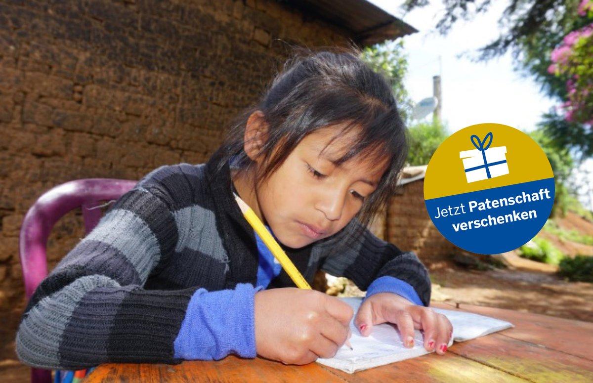 Durch eine #Patenschaft konnte Merima aus #Guatemala endlich in die Schule gehen. Auch in Pandemiezeiten wirkt die Patenschaft: Merima bekommt Bücher nach Hause und kann von dort aus lernen. Jetzt Pate/Patin werden und Leben verändern: https://t.co/qIIEcnNqyC https://t.co/at1C8XmKsf
