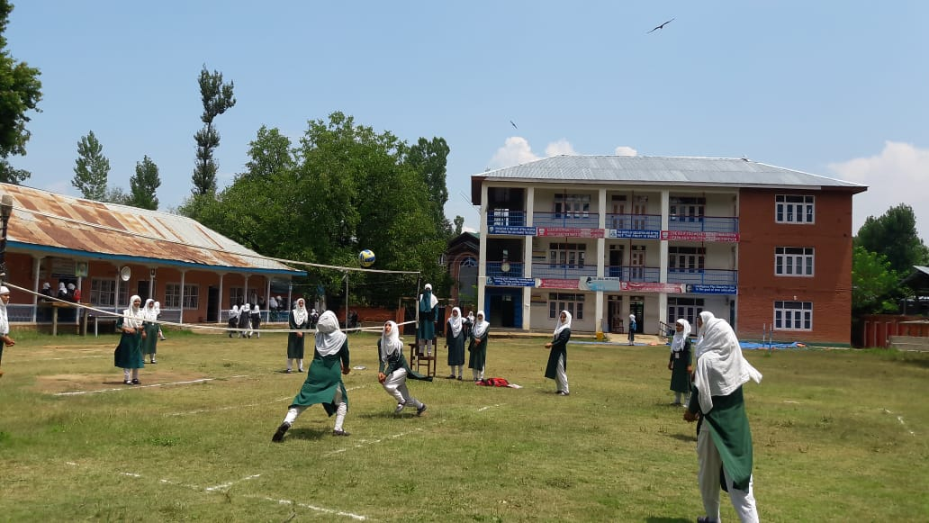 Students of GHSS, Kulgam, J&K are participating in various physical & mental fitness activities during the #FitIndiaSchoolWeek organized in their school!  Crores of students have already taken part in the country's biggest School event. Have you?  #newindiafitindia