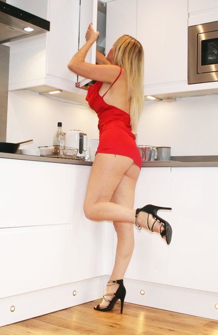 4 pic. Come and see what I've got cooking for #2021 join me on my #onlyfans page https://t.co/7SCCVE7Z1l