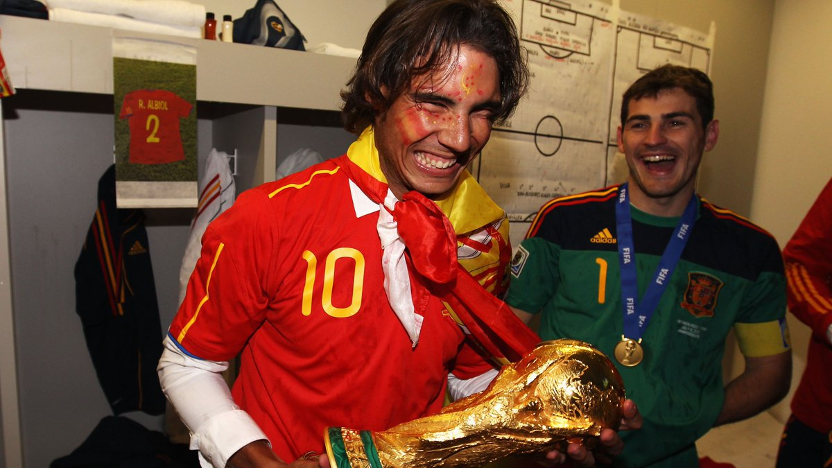 🏆 10 years ago today @SeFutbol finished a year as #WorldCup holders for the 1st time. The celebrations will live on eternally for @IkerCasillas, @SergioRamos, @XabiAlonso, @andresiniesta8, @RafaelNadal and Co ❤️       🔙 #ThrowbackThursday   @SeFutbol 🇪🇸
