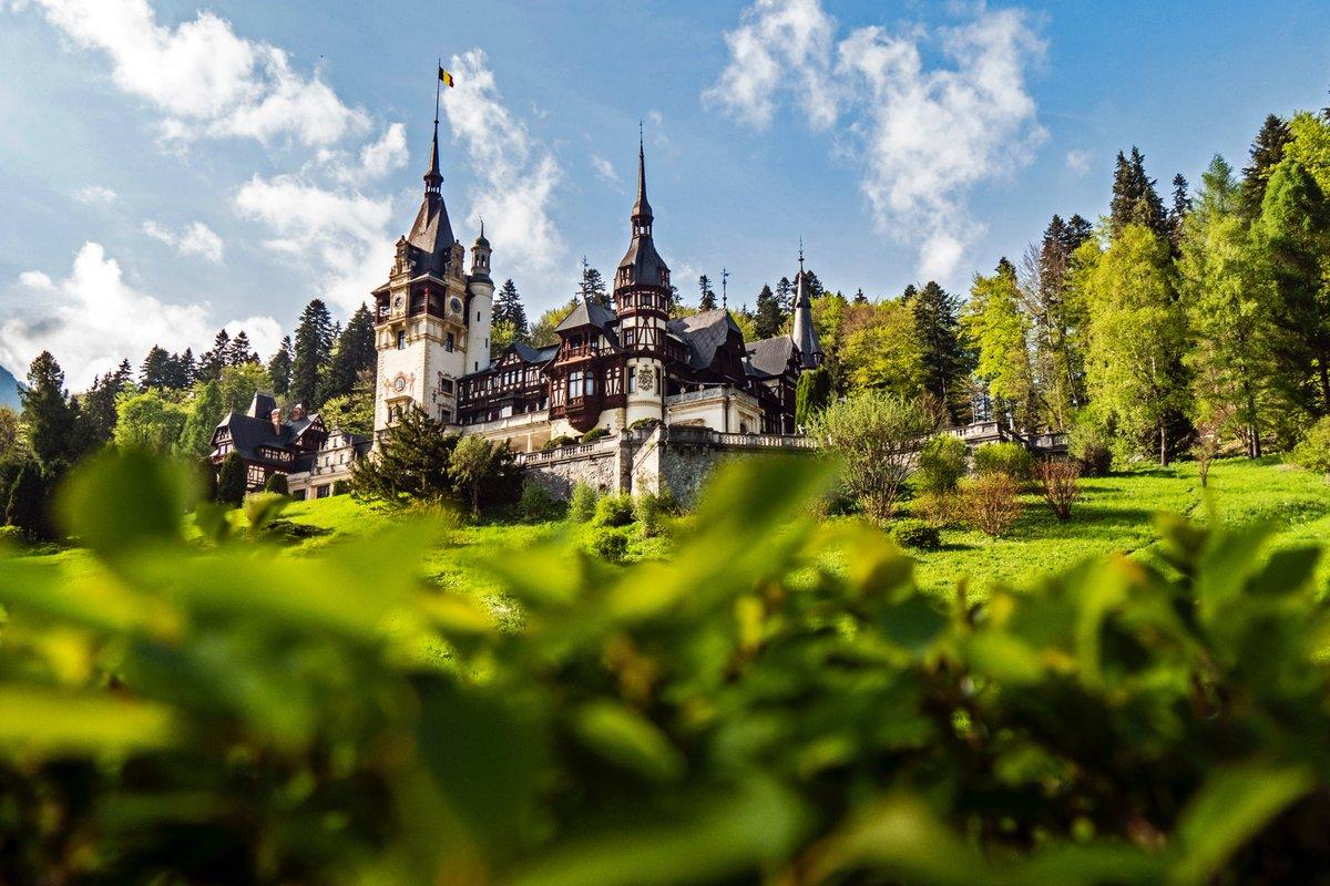 #PeleşCastle is a fairytale-like Neo-Renaissance castle hidden away in the Carpathian Mountains, near Sinaia.  A local can show you all the hidden gems in #Romania🇷🇴: