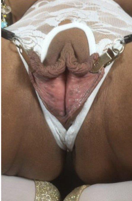 Who wants a lick ? https://t.co/U0GRr65nev