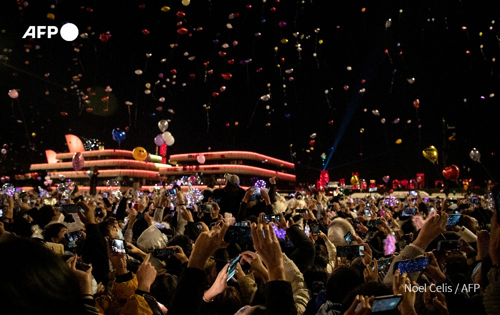 Perayaan malam tahun baru di Wuhan, China.