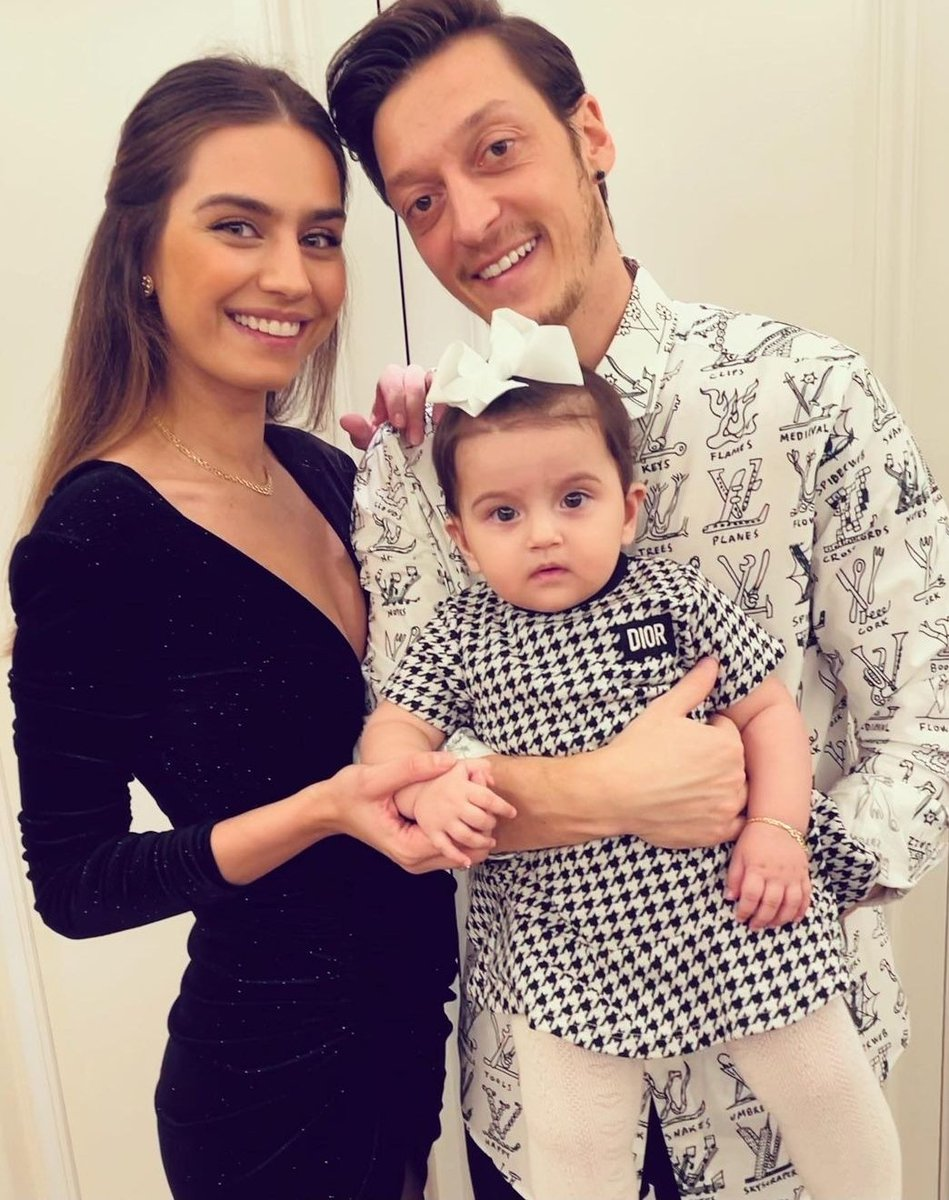 Replying to @MesutOzil1088: Happy new year to all of you! ❤