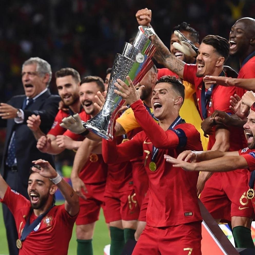 Feliz ano Novo!  Este ano vamos Campeões Portugal🇵🇹🏆🏆🏆 @Cristiano  @selecaoportugal  #cristianoronaldo #todosportugal