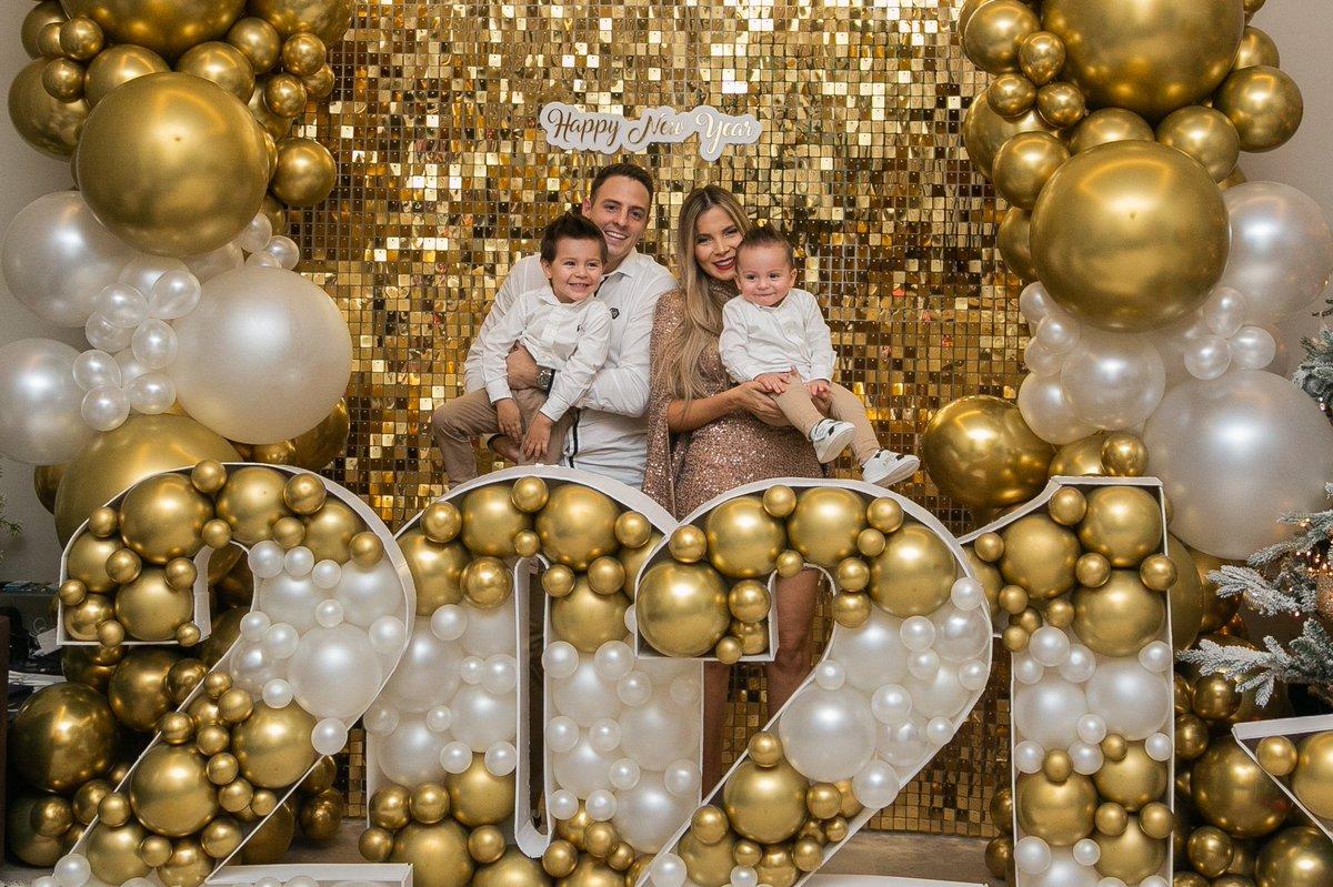 Feliz año nuevo a todos!! 🎉🎊 esperó que este 2️⃣0️⃣2️⃣1️⃣ esté cargado de mucha salud, amor y prosperidad!! #familia #losamo ❤️😍