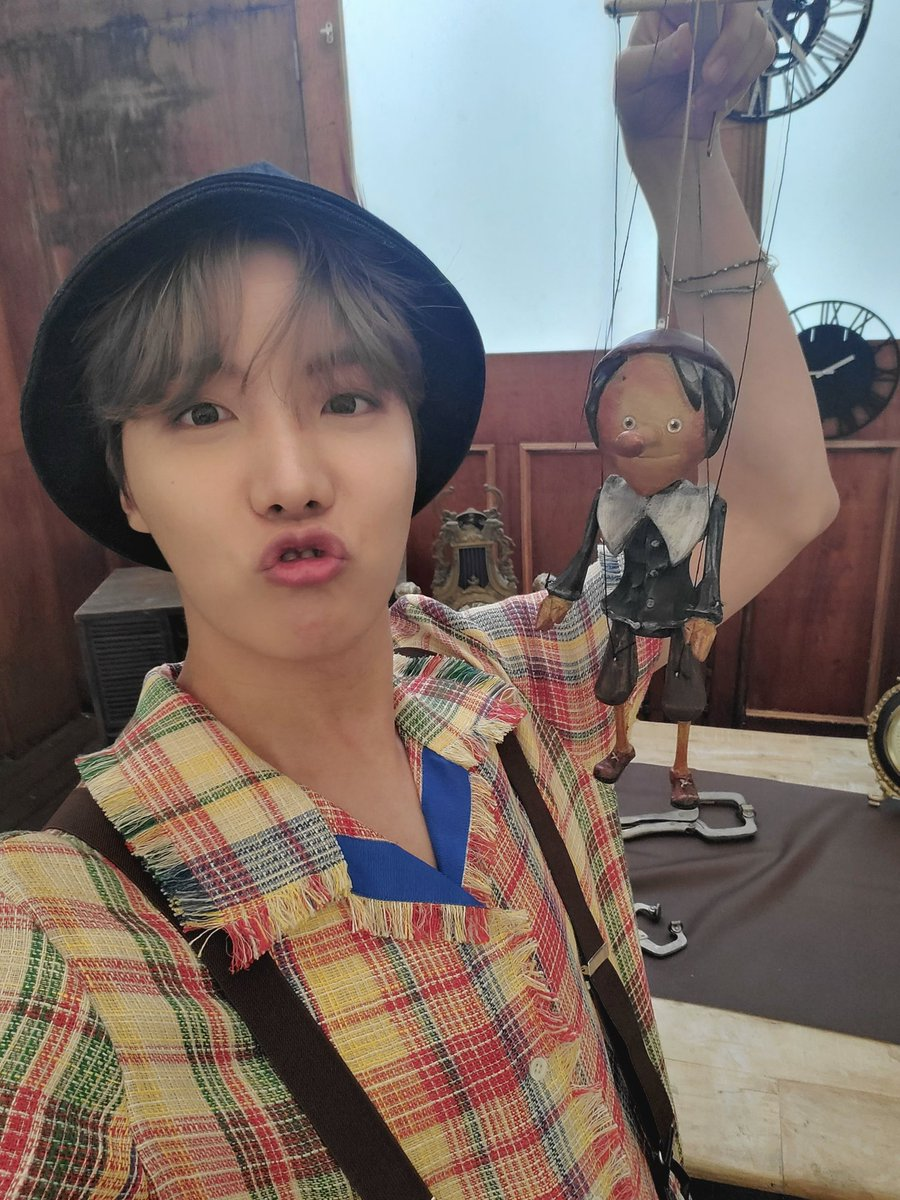 @jimintoday__ @BTS_twt did you ever cry because hobi...