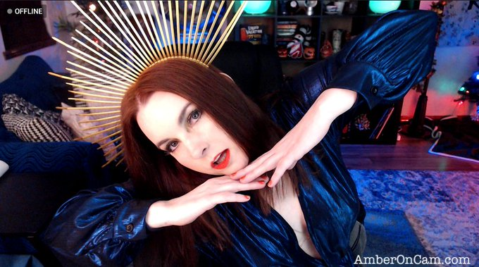 2 pic. The many poses of an @AmberLily getting ready to get down. Happy New Years, loverssssss! Let's