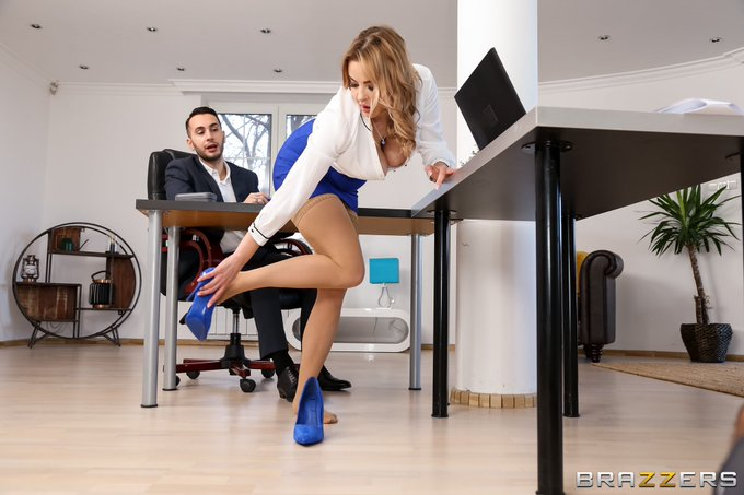 2 pic. Happy New year guys, get ready my new scene with @RaulCostaxxx for @Brazzers will be out on 5th