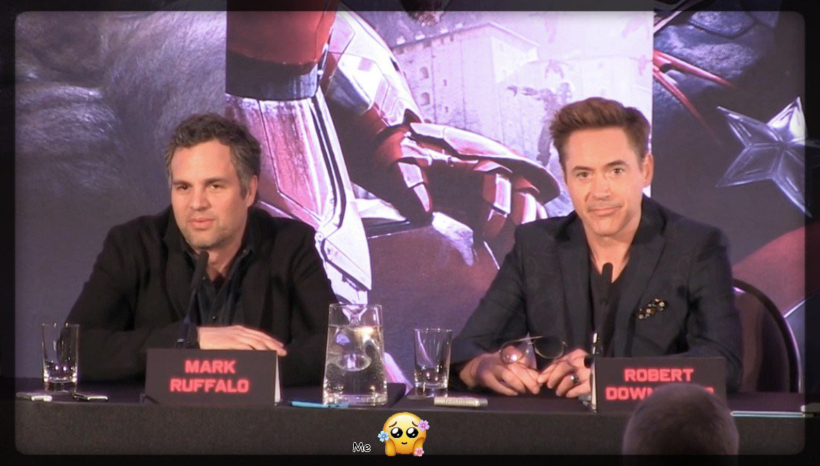 Happy New Year!! Let's hope it's filled with lots of new stuff from these guys!! 😊💚❤️ #MarkRuffalo #RobertDowneyJr #ScienceBros #ScienceBrosForever #HappyNewYear