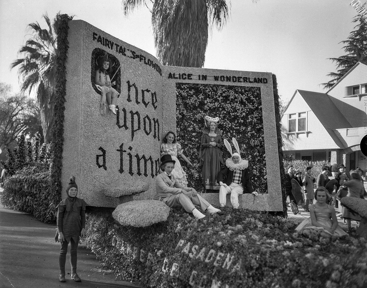 Replying to @harrysonpics: From the Archives: Rose Parade images from the 1930s and '40s