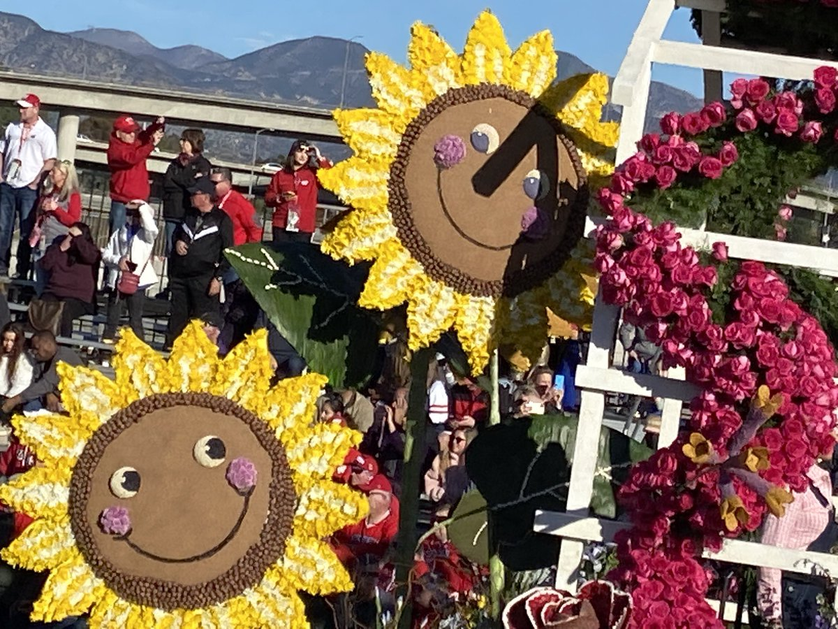 What a great show! Thanks @RoseParade! Here are a few more of our favorite moments from last year. We are excited to return in 2022 with our tour guests! #roseparadereimagined #RoseParade #sportstraveler