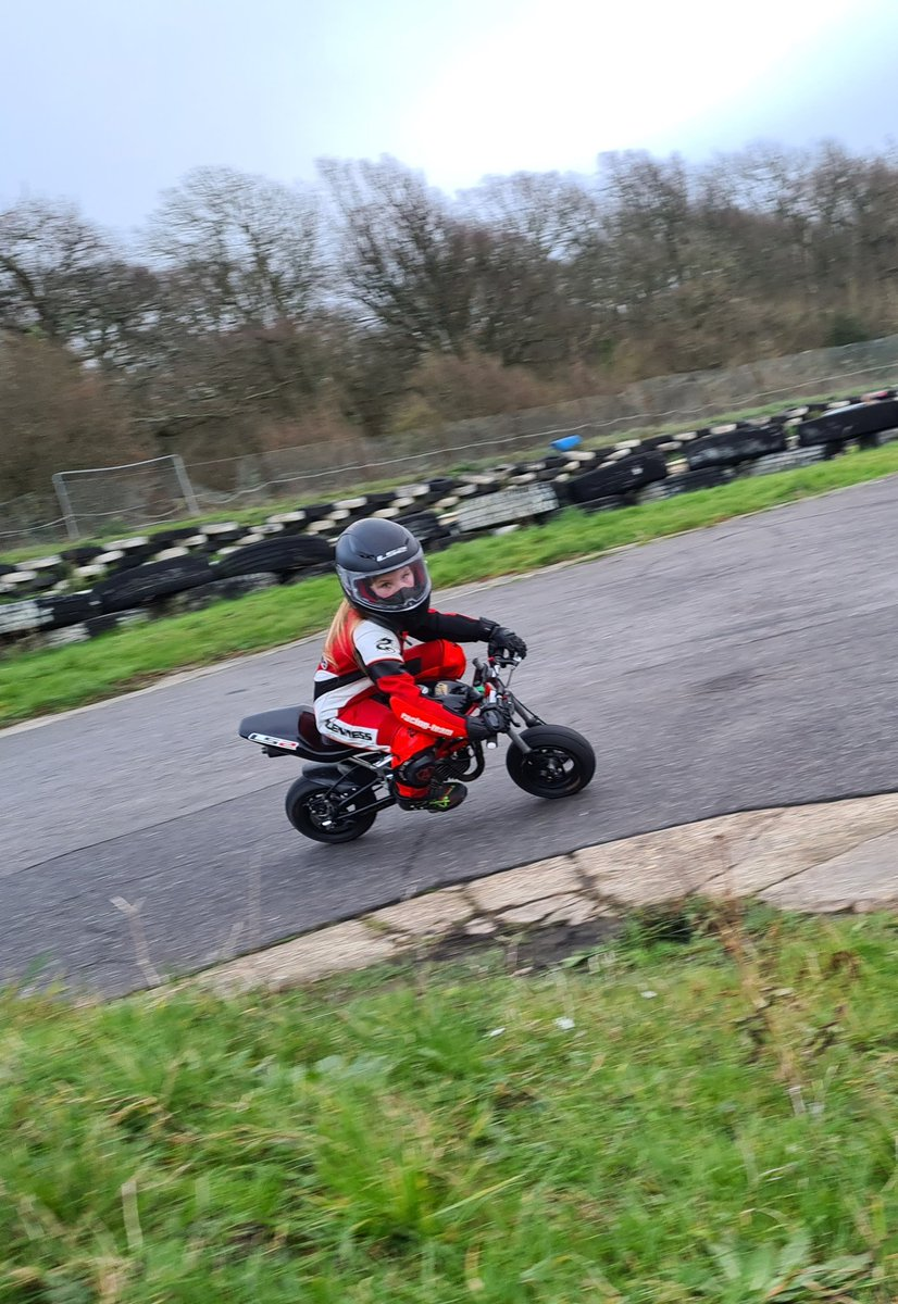 Getting my head turnt alot more now. Something has really clicked. Had a great say today. #minimoto #minibikes #girlsonbikes #girlswhorace #training #ls2helmets
