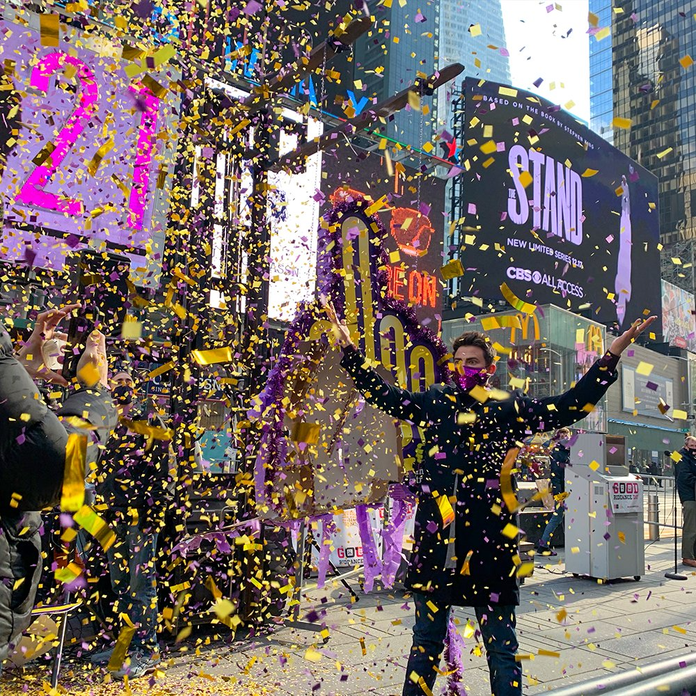 Happy New Year! 🎊⁣⁣⁣ ⁣⁣⁣ Here are a few BTS shots from when we celebrated Good Riddance Day with @PlanetFitness and @JonathanBennett, who literally SMASHED 2020 goodbye in @TimesSquareNYC!  Cheers to a better and brighter #2021! 🎉⁣