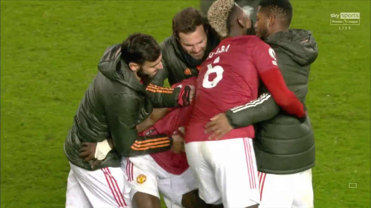 Replying to @footballdaily: Manchester United players all over Eric Bailly at full-time 🤣