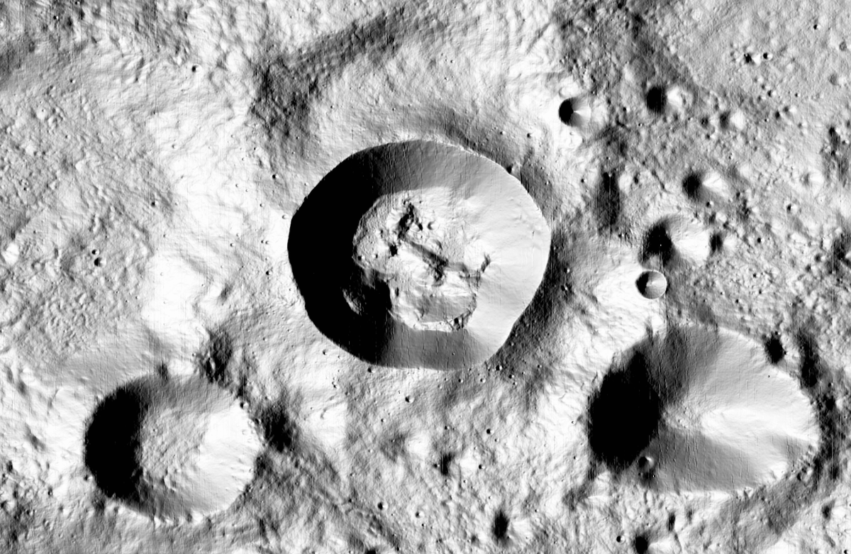 It's not so easy to say what's going on here, in a crater between Seyfert and Vernadskiy craters (near 28N, 124E)