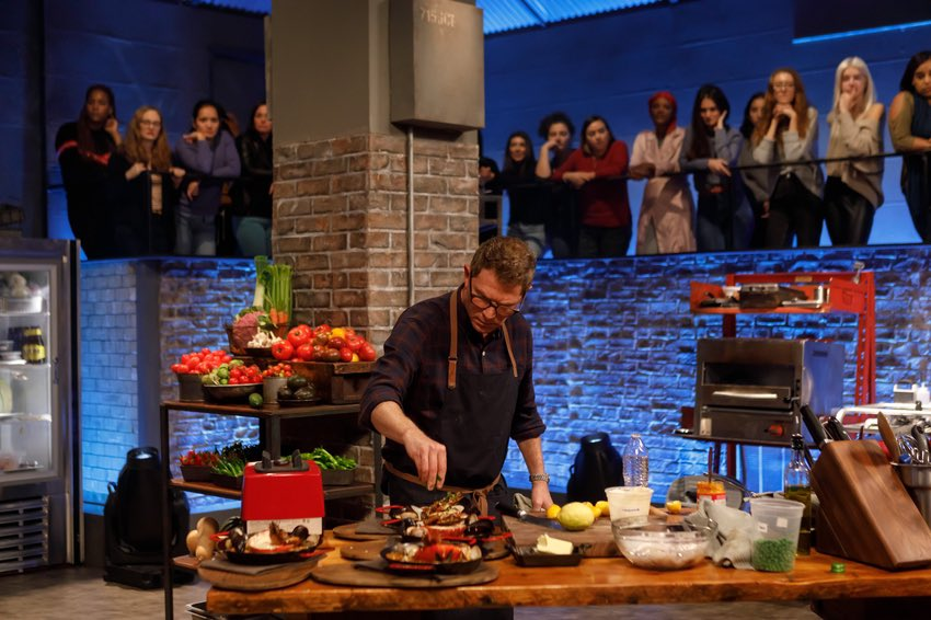 Tune in tonight for another new #BeatBobbyFlay...at 9:30pm EST on @FoodNetwork 💥. https://t.co/CIqSzXeJpt