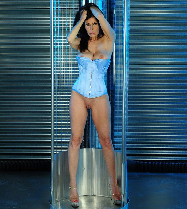 HAPPY 2021! 🥂🍾 GOODBYE 2020! #ashleyrenee #fetishmodel #penthousepet #fetish #corsets https://t.co/z