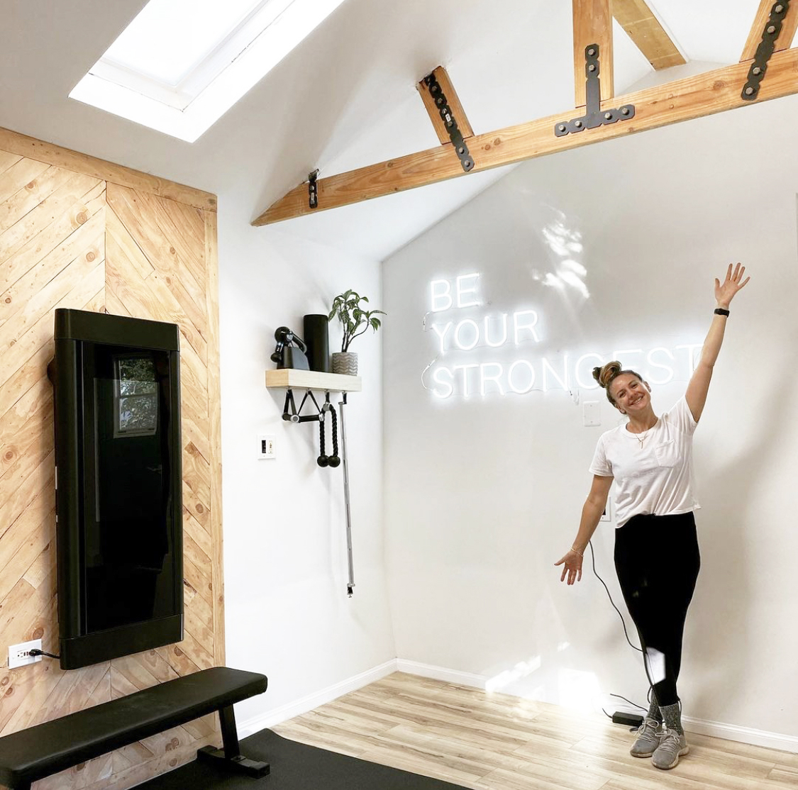 New year, new home gym! 💪 No matter if you prefer your strength space light and bright, or dark and moody, we want to see them. Tag your Tonal spaces #Tonal.