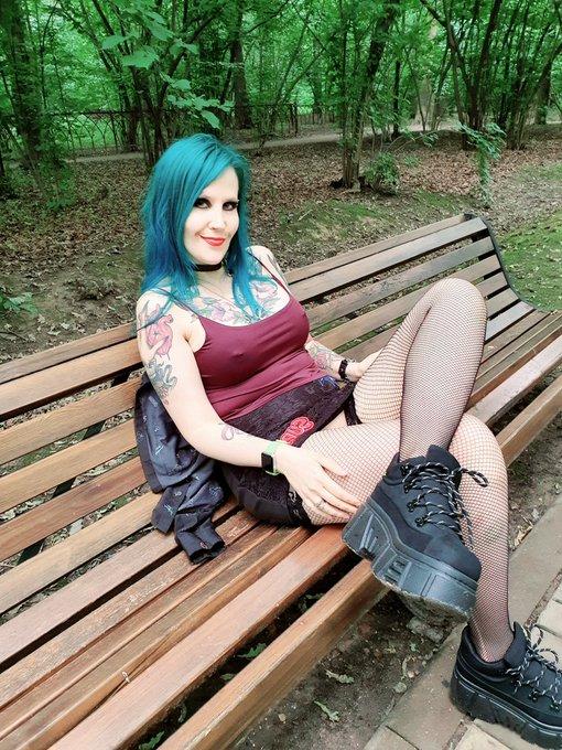 Horny in the park 🥰 https://t.co/lH8MmGemzt