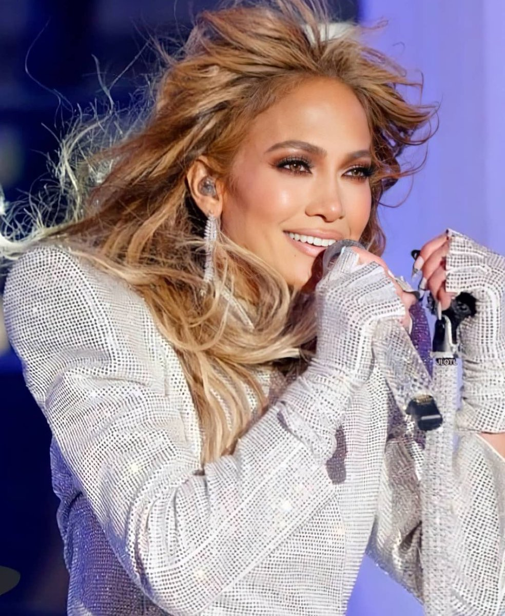 Replying to @JLoCharts: .@JLo's performance at the New Year's Rockin' Eve has now reached 1 MILLION views on Youtube.