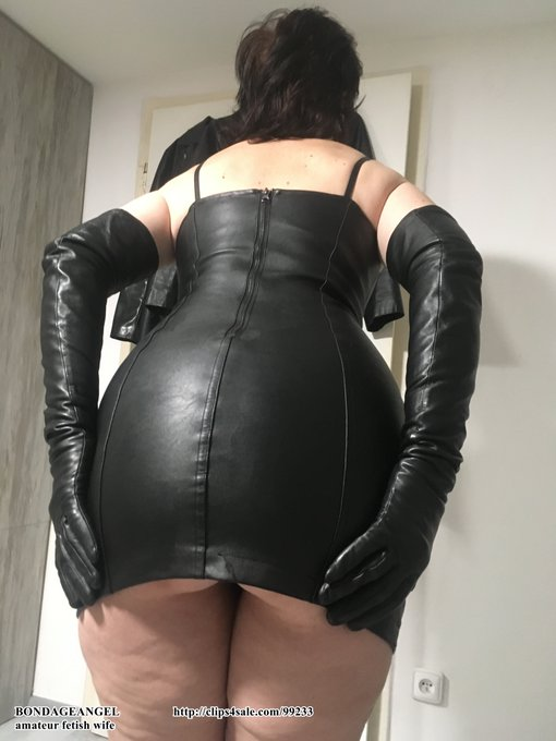 2 pic. A few more photos from the last day of last year. I know that  you like my leather ass😉😇💋 https://t