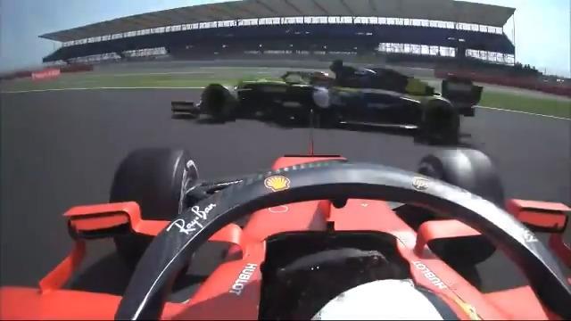 Ottima partenza e poi... il disastro ❗ ⚠ Vettel sbaglia in uscita dal cordolo e va in testacoda in curva 1 #F170 #SkyMotori #F1 #Formula1 https://t.co/pNZEPmDiy2