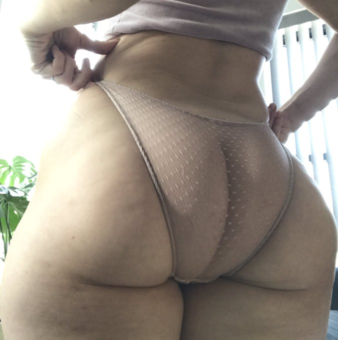 Nothing special, just a picture of my juicy milfy ass 🍑 https://t.co/lHxzA76Aah