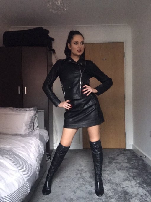 2 pic. I'm back filming customs next week so get your requests in and kick those January blues - Bonnie