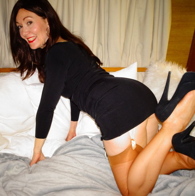 #lbd #littleblackdress #milf #stockings https://t.co/dgLgvm5DJa