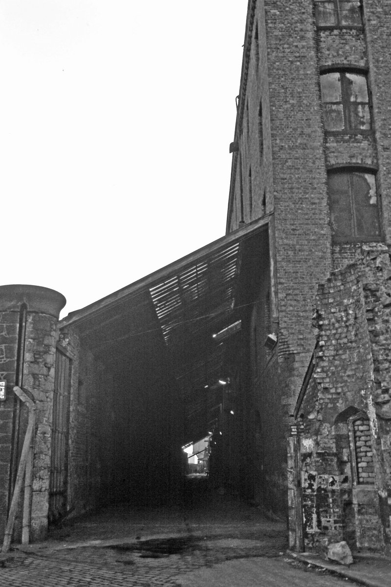 Wapping warehouse 1978/9 - well before it became the just about the first trendy apartments in town and where Steve McManaman was one of the first residents. I remember his black Porsche 911 parked outside in 1988 @angiesliverpool