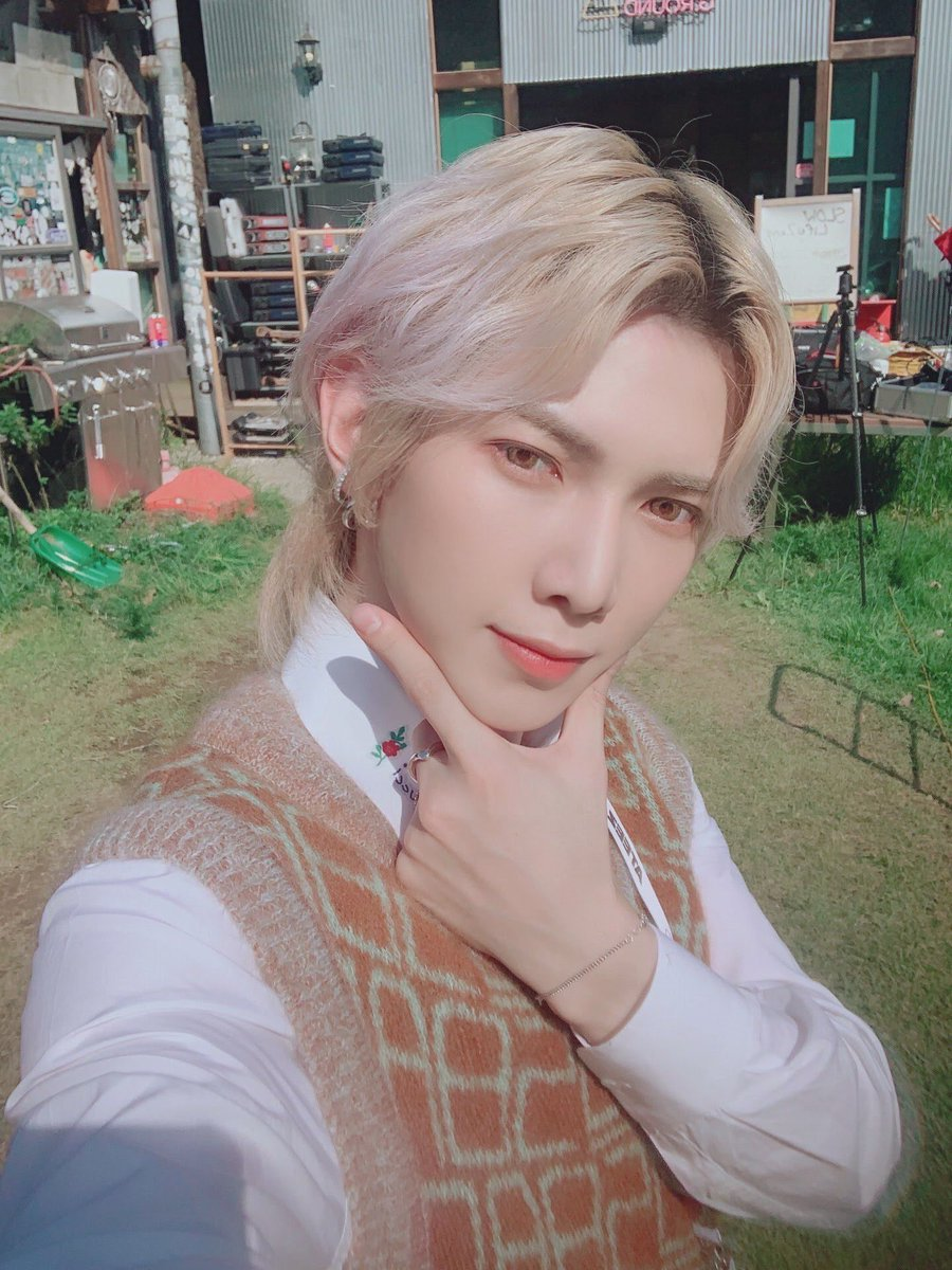 Let's keep going Atiny✨ I vote @ATEEZofficial for HallyuLife Awards 2021 - Global Fans' Choice #ATEEZ_HLA2021 #HLA2021