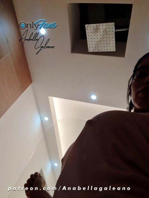 Video en camiseta mojada, con diamante 🔹 🍑🔥 en mi Onlyfans. https://t.co/hDTWcsTE4u #AnabellaGaleano #AnabellaenOnlyfans