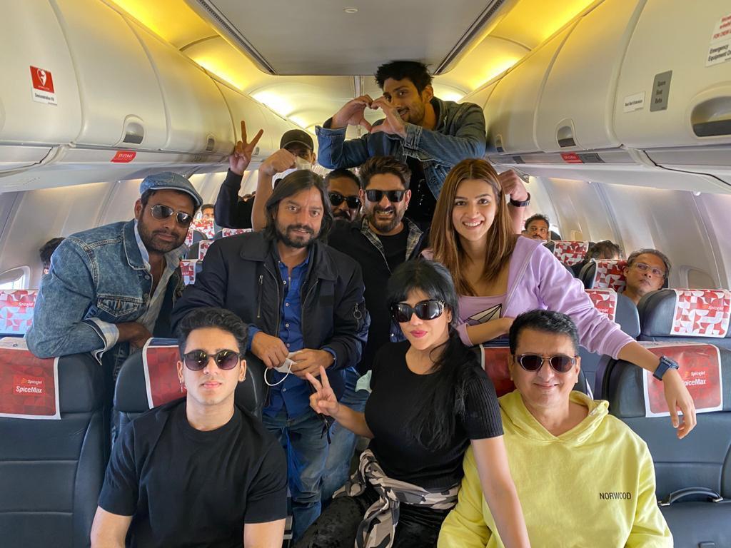 'BACHCHAN PANDEY' IN #JAISALMER... #BachchanPandey - starring #AkshayKumar, #ArshadWarsi, #JacquelineFernandez, #KritiSanon, #PrateikBabbar and #PankajTripathi - will commence shoot from 6 Jan 2021 in #Jaisalmer... Directed by #FarhadSamji... Produced by #SajidNadiadwala.