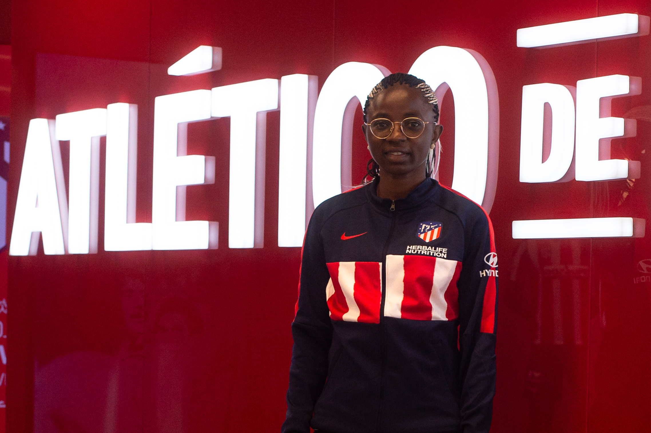 Njoya Anjara posa como jugadora del Atlético de Madrid (Foto: ATM).