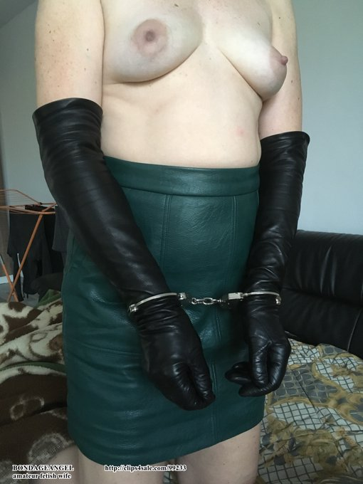 Yesterday's photo. I wanted sex, I wore a leather miniskirt and long gloves. I put on the handcuffs myself