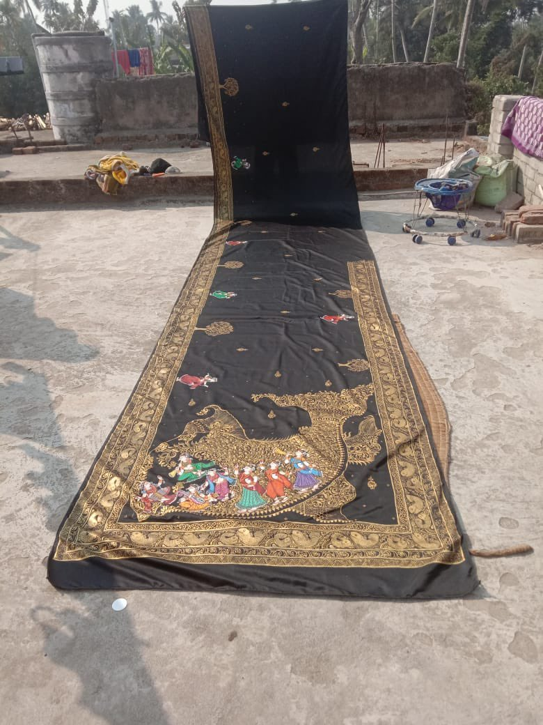 Am stunned and amazed. Look at this exquisite handwork of pattachitra painting on a black silk saree.