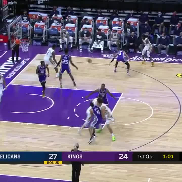 Replying to @SportsCenter: ZION WITH THE POSTER 🔥