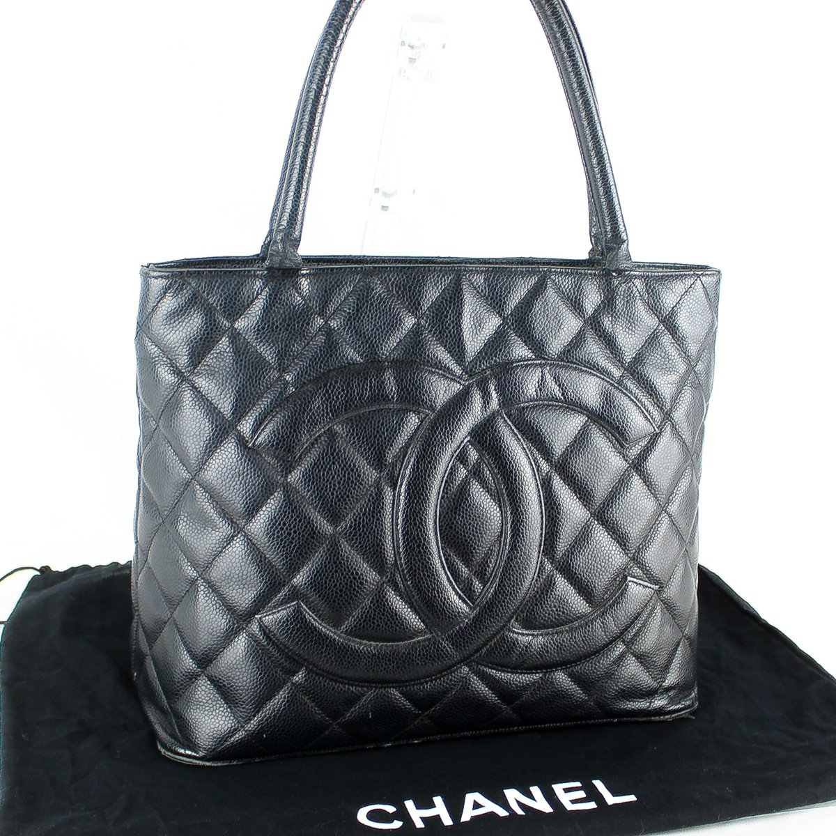 I love Matelasse💖💖💖 CHANEL Medallion Matelasse Caviar Skin Leather Tote Bag  Authentic verified. Free shipping worldwide.  Click on @brand_tcr for store link. Please search by this SKU:  e020120020  #chanel #followme #follow  Follow me😆💕 https://t.co/YBxo4vVBOF