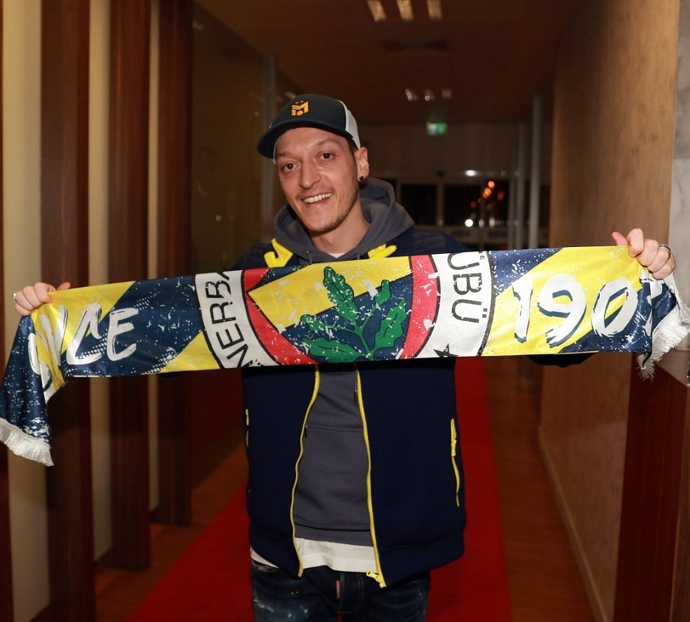 Replying to @MesutOzil1088: 💛💙