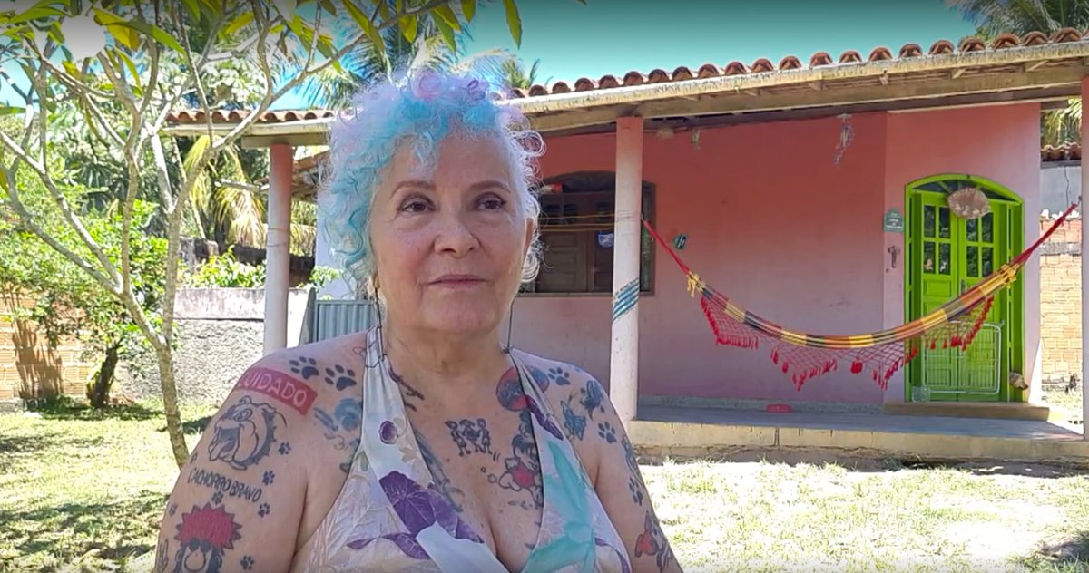 Com cabelo colorido e corpo tatuado, participante de 69 anos surpreende pelo estilo 👉 #TheVoiceMais