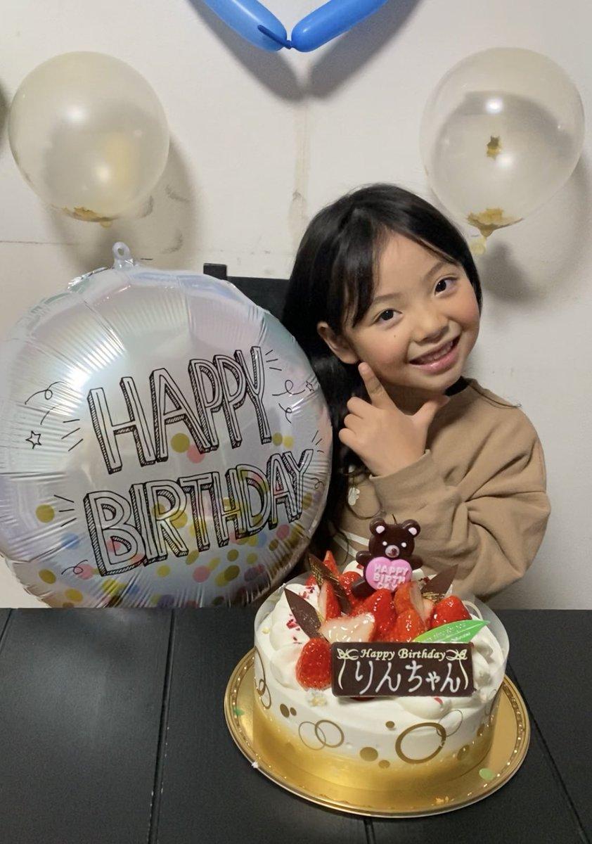 Rin 6th Birthday𓂃𓈒🥀✯  パパとママのところに産まれてきてくれてありがとう。  飾り付け選びから飾りの配置まで自分でやる!!と張り切ってやっていました⸜(* ॑ ॑* )⸝✨  これからもニコニコスマイル全開の凛ちゃんでいてね💕  #誕生日 #Happybirthday #🎂 #6歳 #女の子 #女の子ママ #長女 #smile