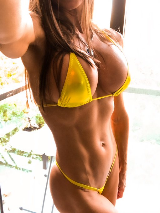 1 pic. What do you prefer❓❓❓ Yellow💛or Blue💙  Let me know at https://t.co/9AvQ7n2YI3  #sexy #fitness