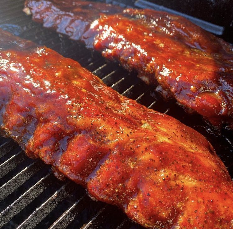 now that i have full service on my husbands grill i decided to cook some bbq ribs and theyre coming out great and delicious who wants some #cookout #bbqribs #homemade #sundaydinner #familytime