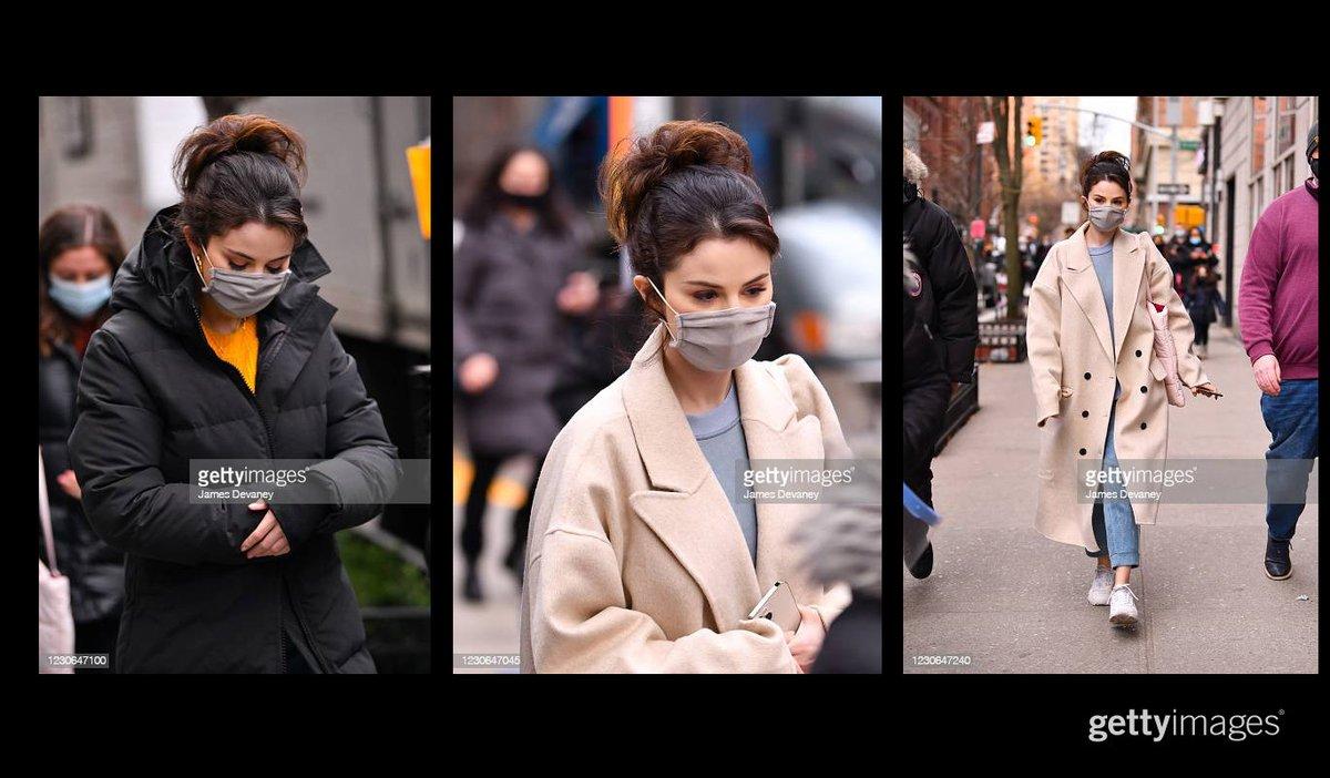 Selena Gomez works on the set of the Hulu series 'Only Murders in the Building' in Manhattan More 📸 #CelebritySightings 👉 https://t.co/1e6jGwHQle #SelenaGomez #hulu https://t.co/GqLGIBzKtq