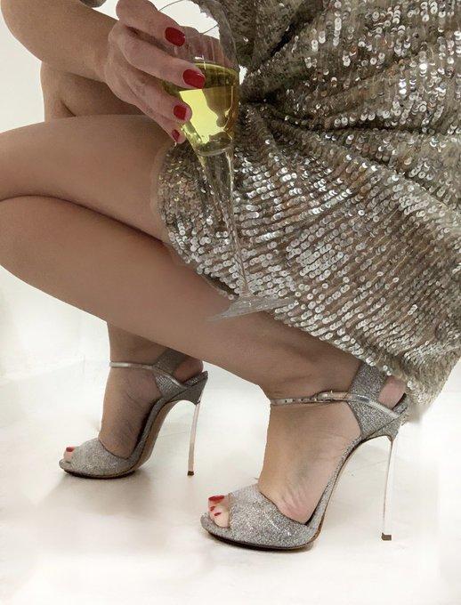 Great style!! #Toronto #fashion #shoesaddict #shoesworship #heels #shoes