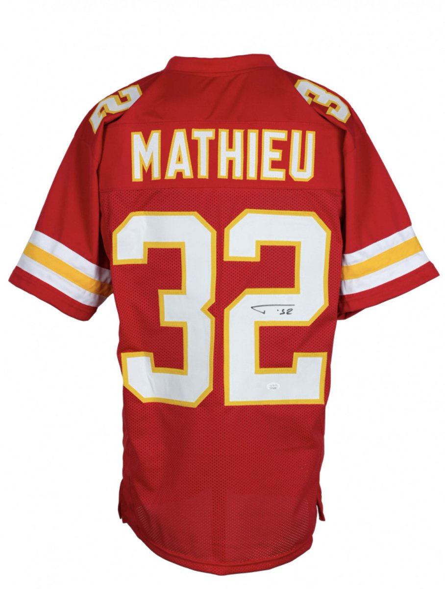 🚨Giveaway🚨  Another @Mathieu_Era giveaway? This one includes a signed Mathieu jersey, signed a Big Red Hoodie, and a hat signed by Andy Reid!  To enter: 1️⃣RETWEET 2️⃣FOLLOW @ArrowheadLive and @SOMissouri  ⏳Giveaway ends 1/24 @ 10pm CT or postgame⏳ #Chiefs | #ChiefsKingdom