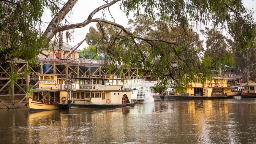 From 6pm tonight, visitors from anywhere in Victoria can visit NSW towns along the Murray. Details at bit.ly/3oOOaJj You will need a permit to return but DO NOT need to isolate or get tested. Great news for Murray River communities.