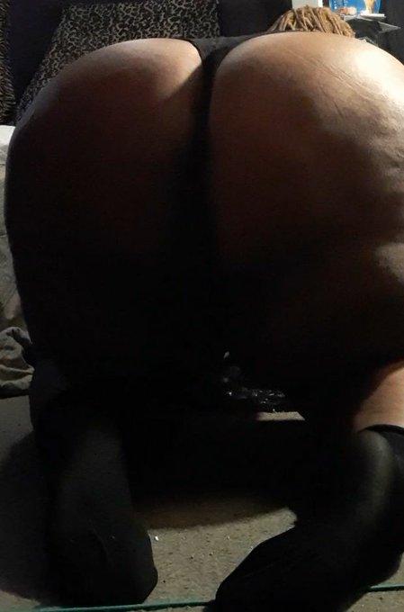 3 pic. Do I look better on my knees? 😉 https://t.co/oLBmkzArME