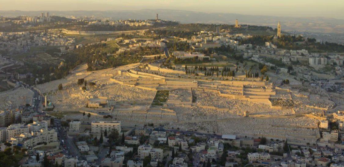 犹太裔美国慈善家谢尔登·阿德尔森(Sheldon Adelson)今天将被安葬在耶路撒冷的橄榄山上 הנדבן היהודי-אמריקני שלדון אדלסון יובא היום למנוחות בהר הזיתים בירושלים https://t.co/2pDxSHU0Vj